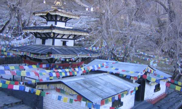 Muktinath Temple weather during Spring
